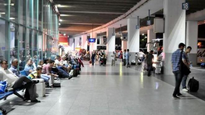 İzmir Otogarı'nda bayram yoğunluğu: Biletler tükeniyor