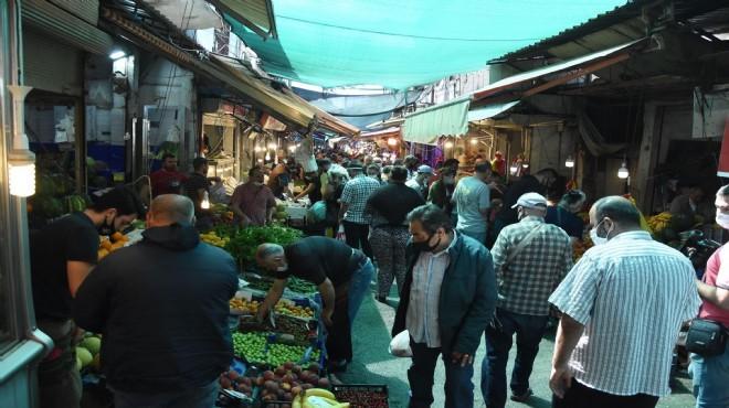 İzmirliler bayram öncesi Havra Sokağı'na akın etti: Sosyal mesafeden eser yok!