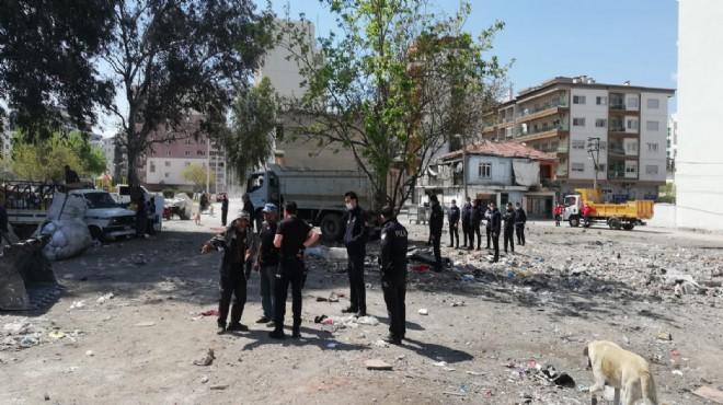 Karşıyaka'da hurda harekatı: 10 kamyon çöp çıktı!