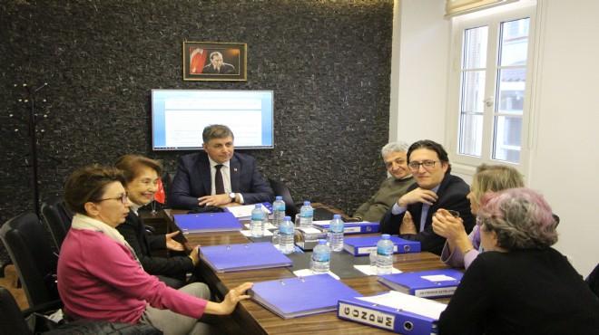 Karşıyaka'nın Doktor Başkan Adayı, sağlık çalışanlarını unutmadı