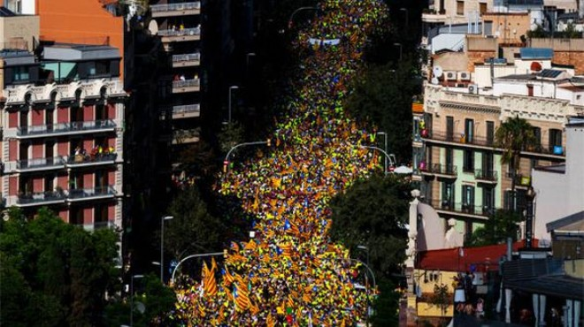 Katalanlar, sokağa döküldü