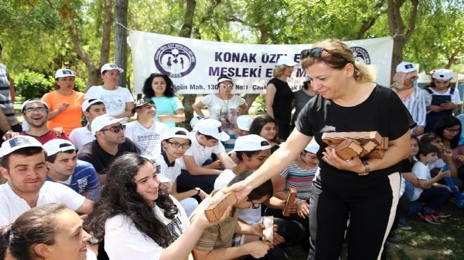 Konak'ta özel çocuklara sürpriz piknik