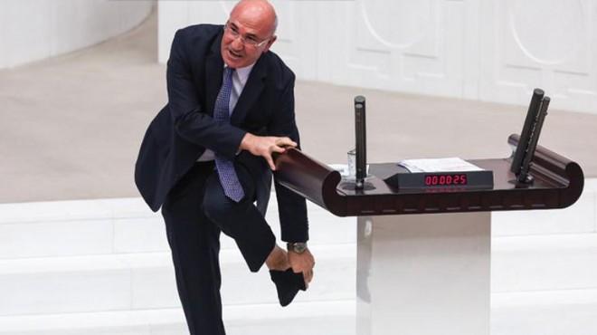 Mahmut Tanal, Meclis kürsüsünde çorabını çıkardı