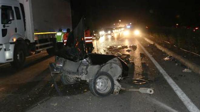 Manisa'da feci kaza: Motor bir yana, bagaj bir yana!
