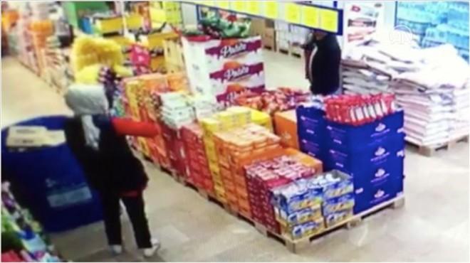 Maske takmadığı için kendisini uyaran market çalışanına saldırı!
