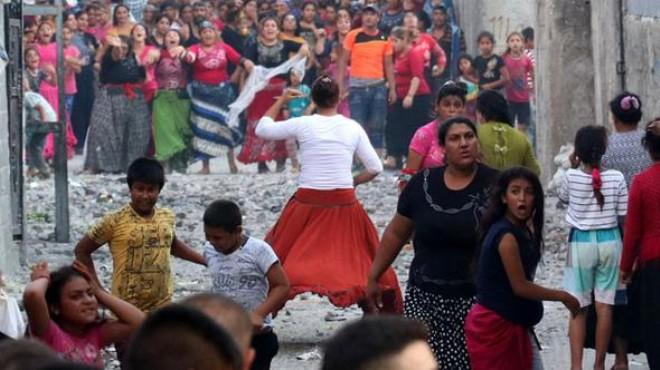 Meydan savaşı gibi aile kavgası: Polis, TOMA...