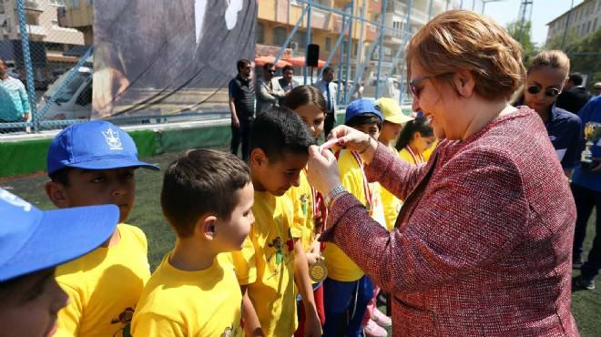 Minik sporculara madalyaları Başkan Pekdaş'tan