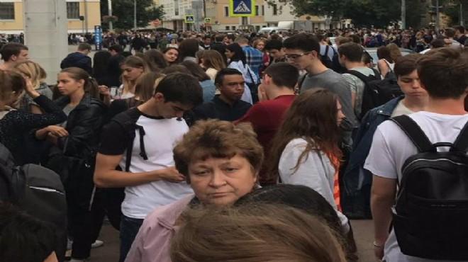 Moskova'da panik binlerce kişi tahliye ediliyor