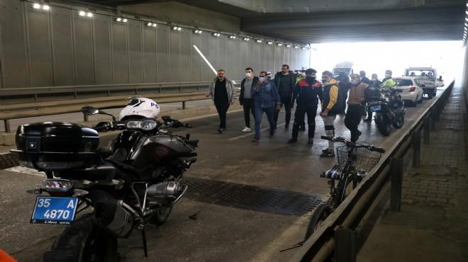 Motosikletli yunus polisleri pikapla çarpıştı!