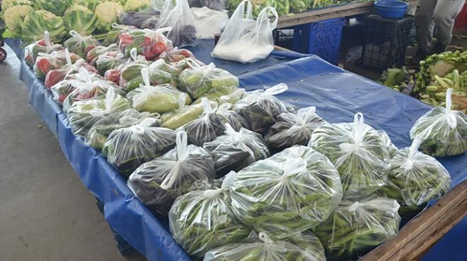 Ege'nin örnek pazarı: Sebze-meyve poşette!