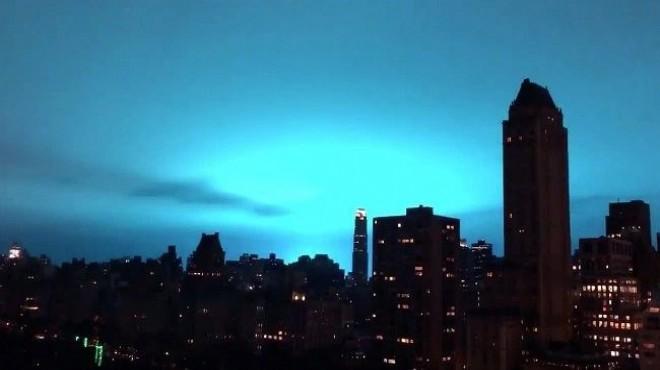 New Yorkta korkutan gizemli mavi ışığın nedeni belli oldu