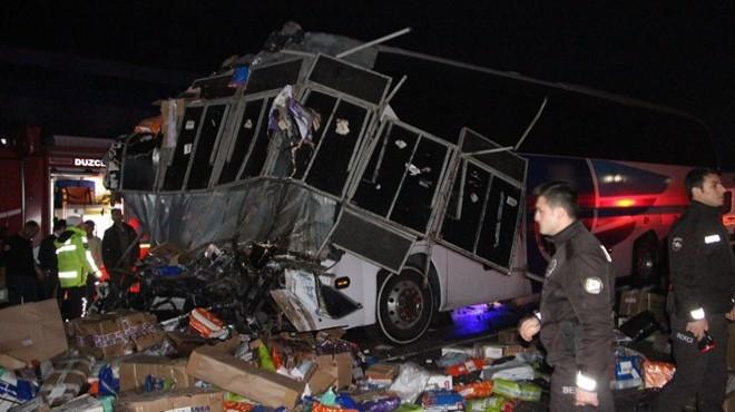 Otobüs TIR'la çarpıştı: 2 ölü, 35 yaralı