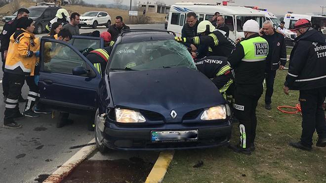 Otomobil servisle çarpıştı: Öğrenciler ölümden döndü!