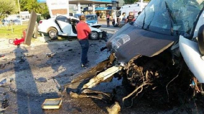 Otomobille minibüs çarpıştı: 1 ölü, 4 yaralı