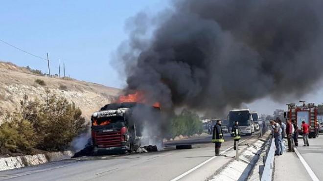 Salihli'de korkutan yangın! TIR küle döndü