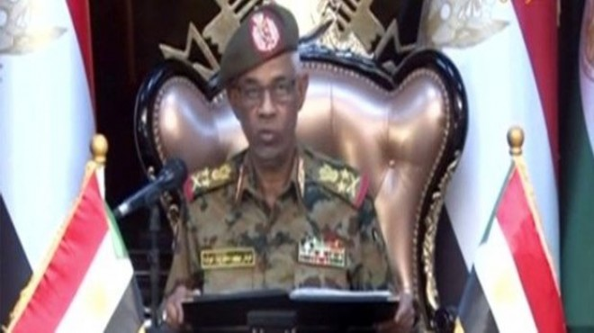 Sudan'ın darbeci lideri görevinden ayrıldı