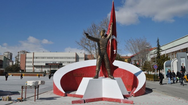 Tepki geldi! Halisdemir'in heykeli kaldırıldı!