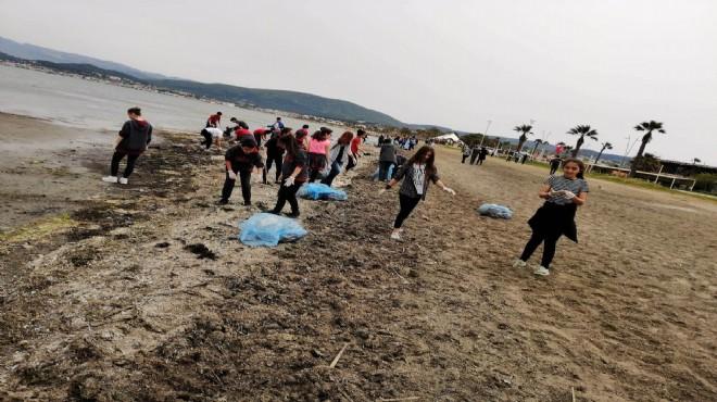 Urla'da şenlik havasında deniz temizliği