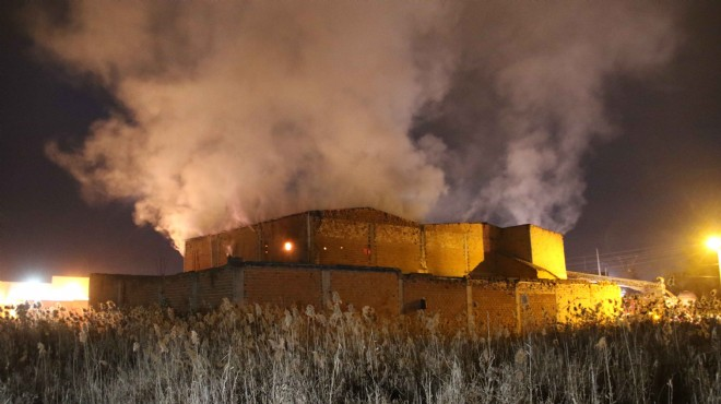 Uşak'ta fabrikada yangın!