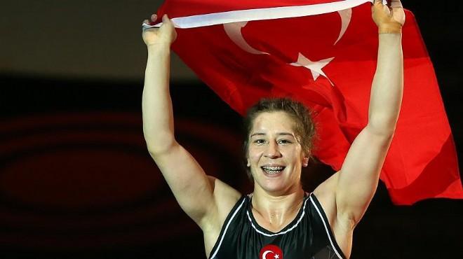 Yasemin Adar Dünya Şampiyonu!