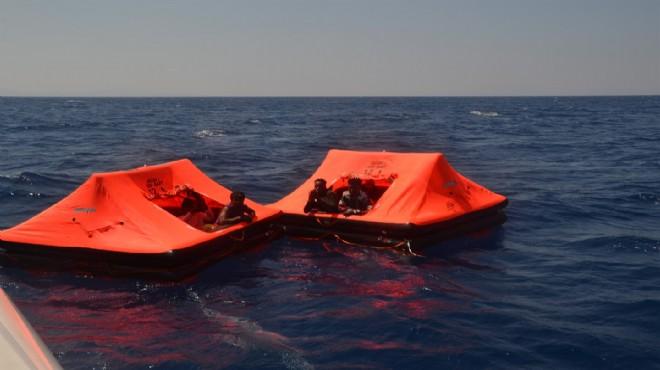 Yunanistan'dan geri itilen 24 kaçak göçmen kurtarıldı!