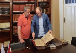 'En kıymetlimiz, sayfaları yırtılmış 900 yıllık Kur'an'